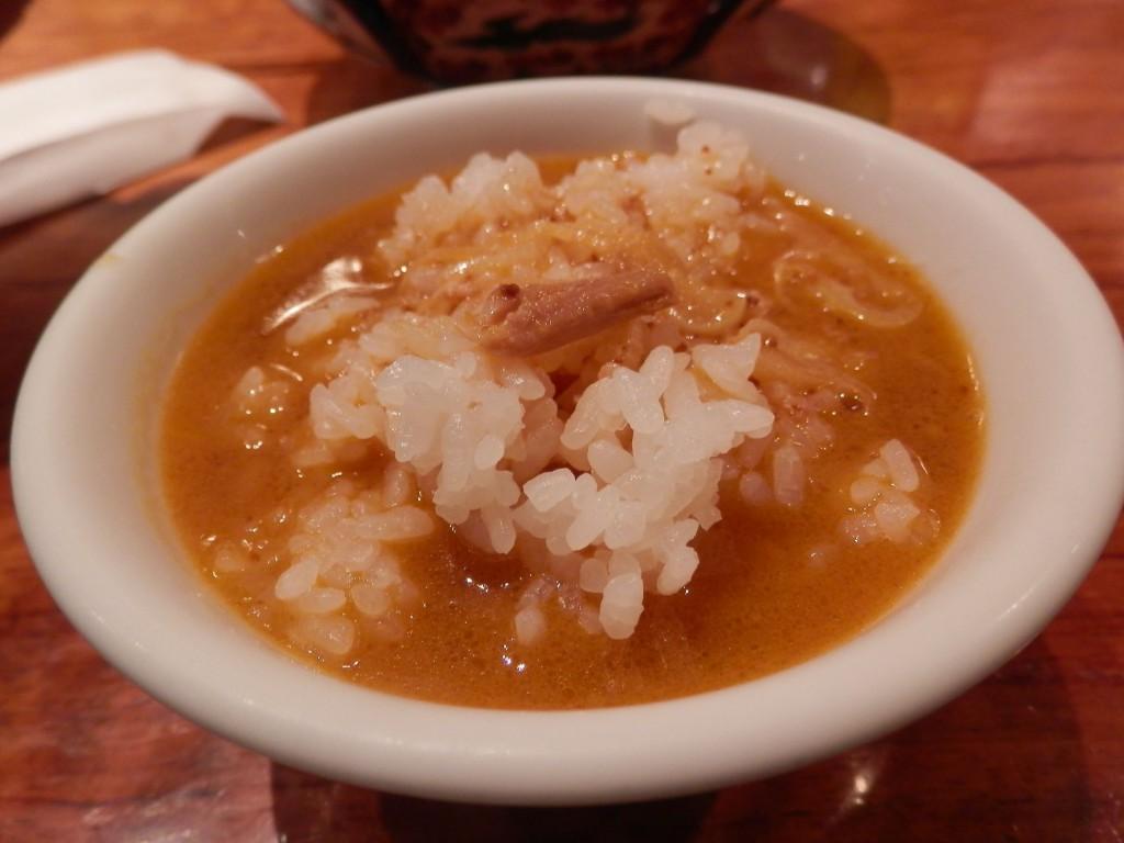 支那麺はしご本店太肉担々麺スープとライス
